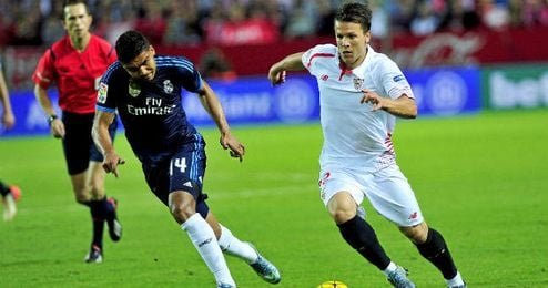 Konoplyanka deja atrás a Casemiro en el último Sevilla-Real Madrid.