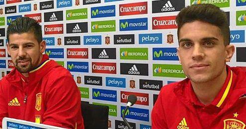 ´Nolito´ y Bartra han sido los encargados de atender a los medios antes de viajar a Bruselas para jugar contra Bélgica.