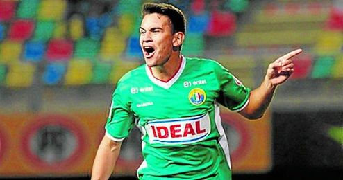Vegas celebra un gol con la camiseta del Audax Italiano de Chile.