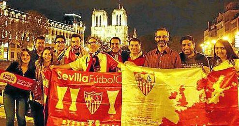 Algunos miembros de la Peña Sevillista de París.