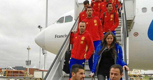 La expedición española desembarcando en Bruselas.