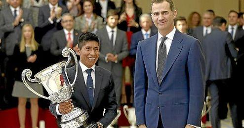 Premios Nacionales del Deporte 2015. En la imagen, Felipe IV y Nairo Quintana.