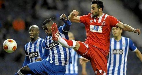 Imagen de un partido entre el Oporto y el Sevilla.