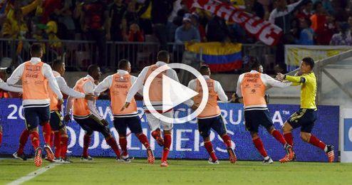 La selección colombiana celebrando un triunfo.