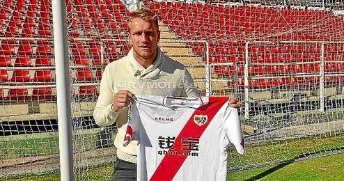 Yoel llega cedido al Rayo Vallecano por el Valencia.