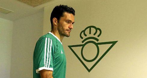 Jorge Molina tiene los cinco sentidos puestos en el Betis.