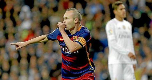 Iniesta celebra su gol en el Santiago Bernabéu.