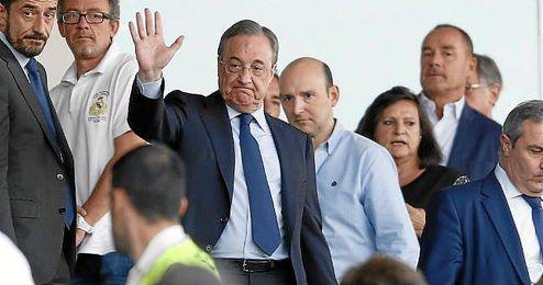 Florentino Pérez en el palco del Santiago Bernabéu.