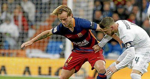 """La derrota desató la pañolada de los aficionados madridistas e incluso cánticos de """"Florentino, dimisión""""."""