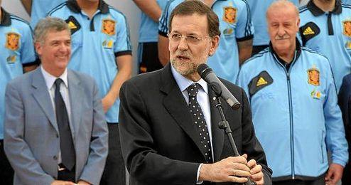 Increíble pero cierto. El presidente del Gobierno, Mariano Rajoy, dedicará la tarde-noche de mañana a hablar de fútbol.