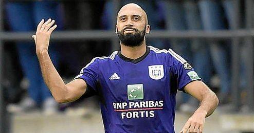 Ha militado, además de en el Anderlecht, en el Genoa italiano y en el Portsmouth británico.