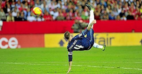 El camero Sergio Ramos es uno de los preseleccionados por la FIFA.