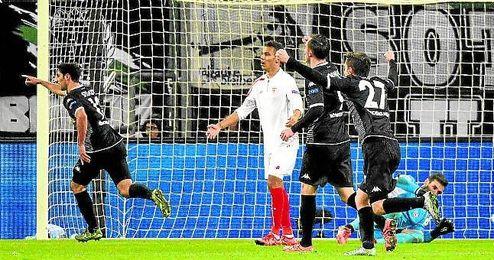 El Sevilla recibi� cuatro nuevos goles en M�nchengladbach.