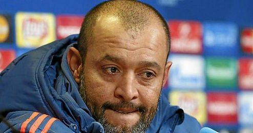 El mister del Valencia explicó que será complicado vencer en el Sánchez Pizjuán.