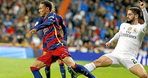 Isco fue expulsado por esta entrada a Neymar.