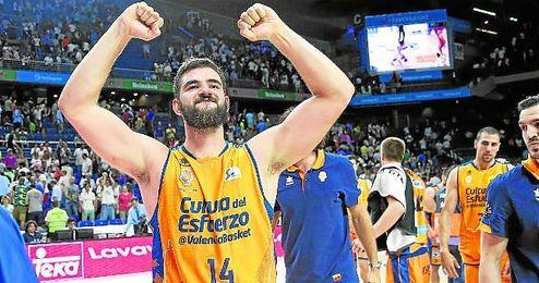 Dubljevic, que es duda ante el C.B. Sevilla, celebra la única derrota del Real Madrid en Liga.