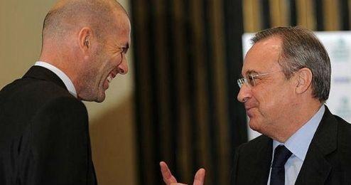 Florentino alaba a Zidane y le desea una buena formación.