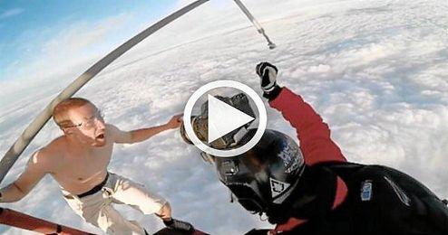 (V�DEO) Salta de un globo sin paraca�das