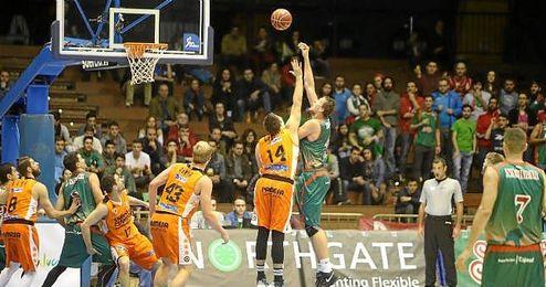 La derrota deja a Baloncesto Sevilla en una situación comprometida, cerca de puestos de descenso.