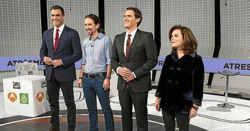 Los representantes de los cuatro grandes partidos, momentos antes de comenzar el debate.