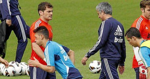 Iker Casillas y José Mourinho en un entrenamiento del Real Madrid.