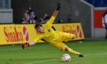 Iker Casillas jugando con su actual equipo, Oporto.