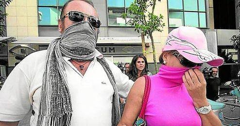 En la imagen, los padres del ´Cuco´, a la salida de la Fiscalía de Menores en 2012.
