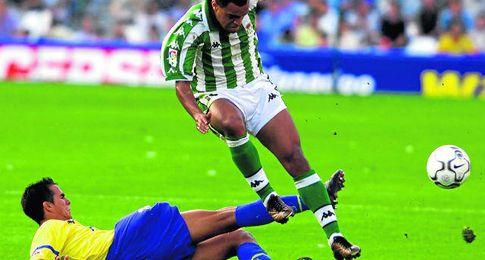Imagen de archivo de la �ltima temporada en la que coincidieron Betis y Las Palmas en Primera, la 2001/2002.