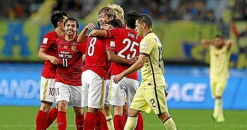 Los jugadores del Guangzhou celebran el triunfo ante el Club América.