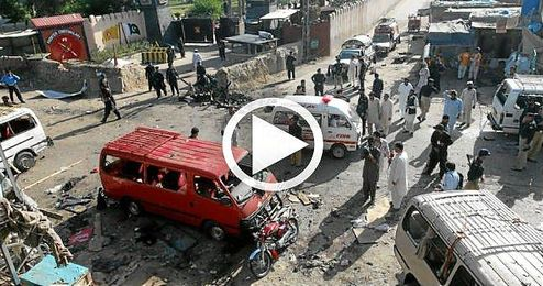 La explosión fue causada por una potente bomba colocada en un abarrotado mercado de ropa.