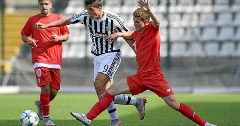 Lance de juego entre el Sevilla FC y la Juventus de Turin.