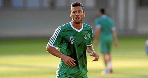 Amro Tarek, durante un entrenamiento del Betis.