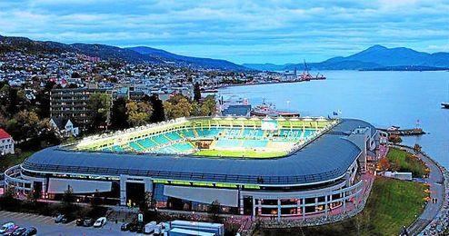 El Sevilla jugar� en el Aker Stadion, un estadio con aforo para 11.800 espectadores y situado entre el puerto de Molde, fiordos y monta�as.