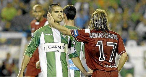 Juanito se saludo con Capel en un derbi.