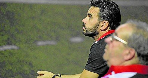 En la imagen, el aljarafe�o Dioni Arroyo, entrenador del Lora.