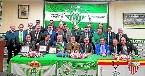 Altos cargos de la federación se dieron cita ayer en la Peña Bética de la Puerta de la Carne.