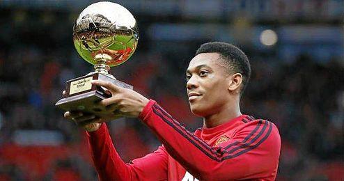 Ofreció el trofeo a Old Trafford.