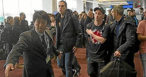 Messi, en el aeropuerto de Tokio, donde vivi� en incidente.