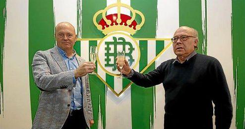 Pepe Mel brinda por un nuevo año con Ollero.