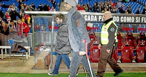 En la imagen, Tiago con muletas en el Atlético de Madrid-Reus.