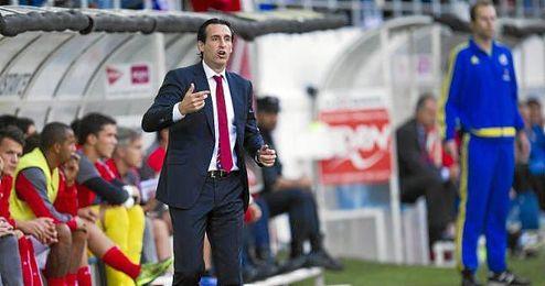 Unai Emery dirigiendo un partido del Sevilla.