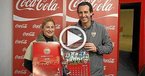 Unai Emery ha presentado el calendario Coca Cola 2016 antes de la rueda de prensa.