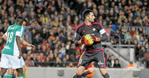Ad�n, en un lance del Barcelona-Betis.