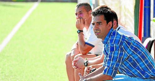 Antonio Rueda, técnico del Nervión, cuenta ya con dos nuevos refuerzos.