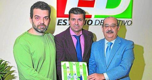 Salas y Rodr�guez, junto a Joaqu�n Adorna, director de ESTADIO Deportivo.
