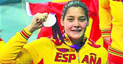 En la imagen, la waterpolista Lorena Miranda.