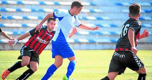 En la imagen, Rubén Sánchez, reciente fichaje del Alcalá, en el duelo que le enfrentó al Cabecense.