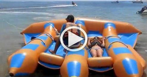 (VIDEO) Llega el 'Flying Float Banana', la nueva atracci�n acu�tica
