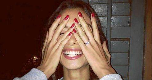 Imagen de Instagram en la que Joana muestra su anillo de compromiso.