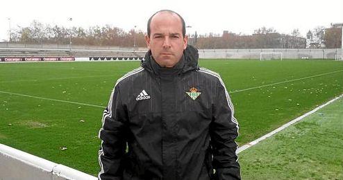 En la imagen, el recién proclamado entrenador del filial Gustavo Sánchez.